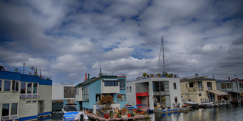 factors in houseboat cost